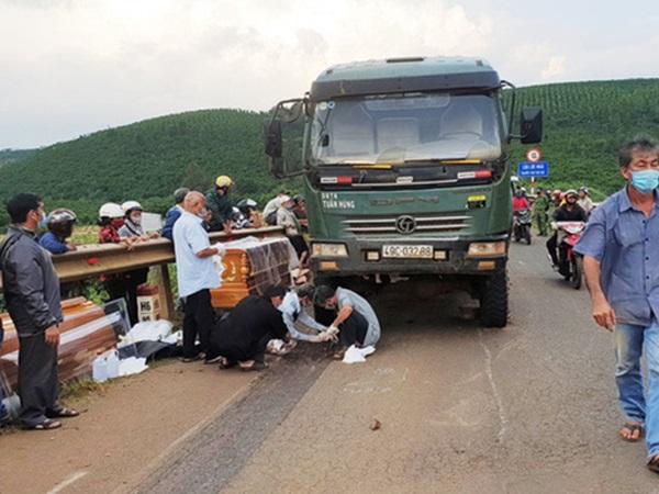 Tai nạn thương tâm: Xe ben tuột dốc, cán tử vong người phụ nữ đang đi cùng con trai