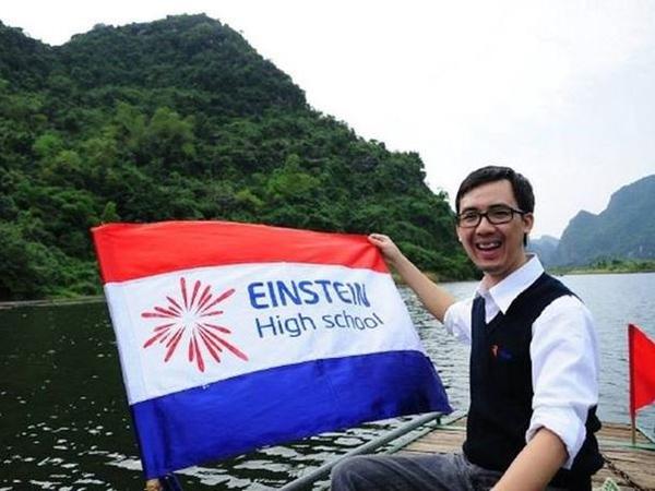 Thầy giáo Hà Nội viết status kêu gọi 'đừng tặng hoa hay quà, hãy tặng thật nhiều phong bì nhân ngày 20/11'