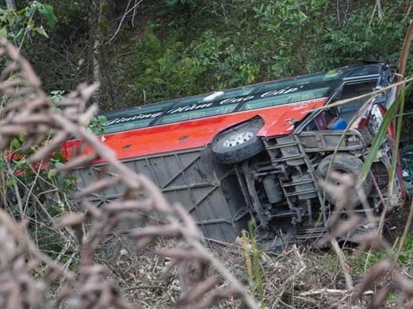 Tai nạn thương tâm: Xe khách lao xuống vực khiến 1 người tử vong