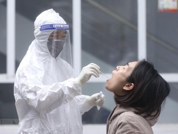 Tốc độ lây nhiễm Covid-19 tăng 70%, 80% bệnh nhân mới không có triệu chứng: Chuyên gia lý giải vì sao biến thể SARS-CoV-2 lại vô cùng nguy hiểm