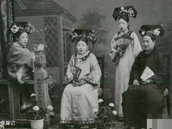 """Triều nhà Thanh có hơn 200 nghìn nữ nhân, tại sao đa số các bức ảnh phi tần hậu cung được lưu giữ đến ngày nay lại """"kém sắc"""" như thế?"""