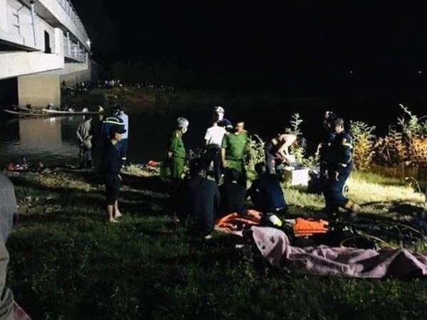 Trốn điểm đo nồng độ cồn, ô tô tông 4 học sinh rơi xuống sông thương vong