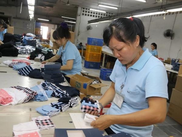 Từ 1/2/2021, lao động nữ không nghỉ ngày 'đèn đỏ' được nhận thêm tiền lương