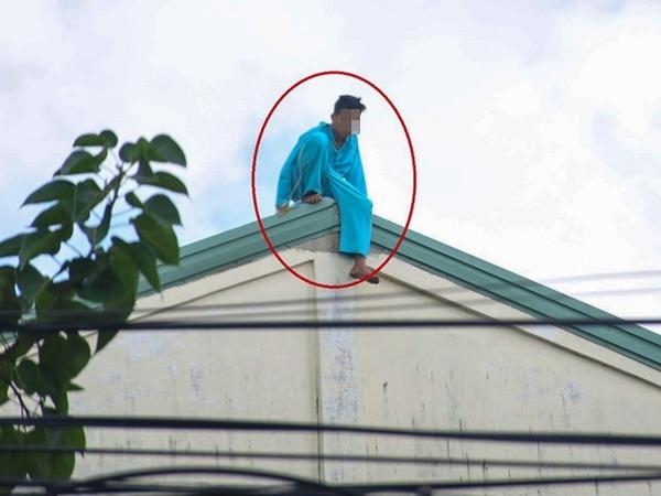 Người đàn ông tự cắt 'của quý' ở Đà Nẵng lại leo lên nóc bệnh viện đòi nhảy xuống