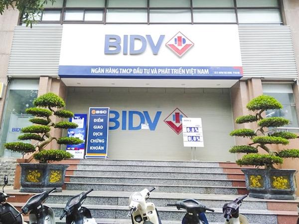 Vụ 2 tên cướp nổ súng, cướp ngân hàng BIDV ở Hà Nội: Đối tượng đe dọa chỉ cần bò sẽ bắn chết