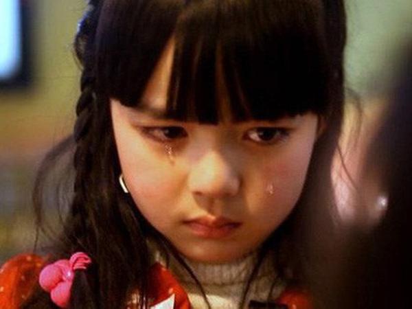 """Vừa nghe chuyện """"nam sinh bị xâm hại"""" liền mất kiểm soát cơ thể: Cô bé 10 tuổi khiến giáo viên sốc khi tiết lộ sự thật cách đây 3 năm"""