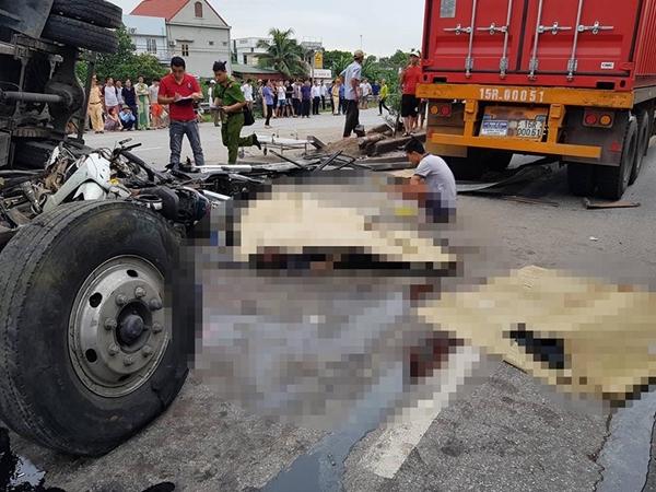 Đang chờ sang đường, 5 người bị xe tải đè chết ở Hải Dương