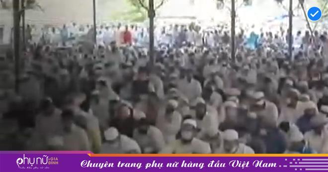 Ấn Độ: Hàng trăm người tụ tập để cầu nguyện cho buổi lễ thứ Sáu giữa bối cảnh 'đại hồng thủy' Covid-19 ở Hyderabad