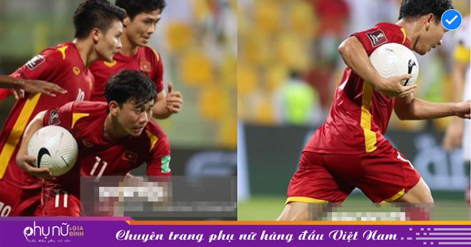 Cận cảnh Minh Vương 'quên ăn mừng', vội nhặt bóng sau phút tỏa sáng khiến khán giả 'rớt nước mắt'