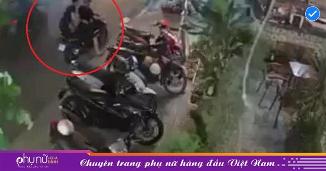 Tên trộm đang dắt xe chuẩn bị TẨU THOÁT, người phụ nữ phản ứng CỰC GẮT khiến hắn nhận kết đắng