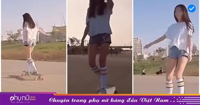 Hot girl trượt ván diện quần siêu ngắn đến lộ 'phụ tùng', uốn éo ngoài phố khoe chân dài cực phẩm khiến CĐM 'đứ đừ'