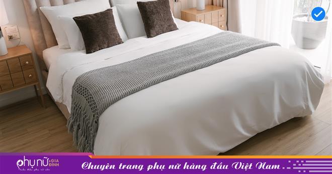 Gái xinh có thâm niên làm homestay chỉ cách trải giường đẹp, nằm êm lưng như khách sạn