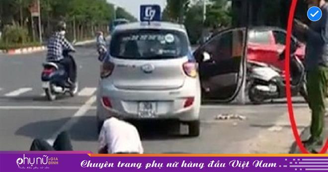Thản nhiên gọi điện mặc tài xế taxi đang vật lộn với tên cướp, một công an bị kỷ luật