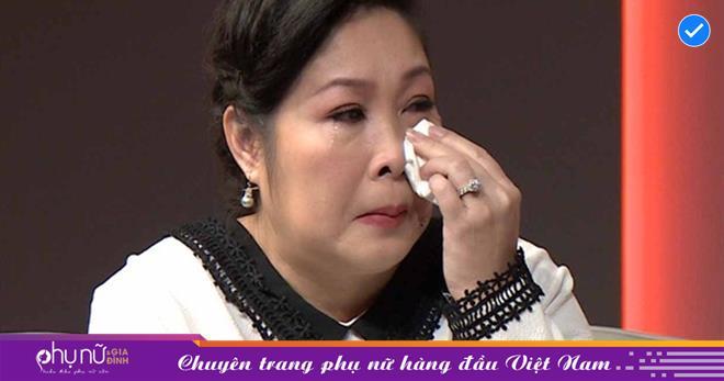 Nghệ sĩ Hồng Vân chính thức phản hồi việc 'bay màu' chức danh NSND trên MXH: 'Tôi hết hồn nhưng đành chịu'