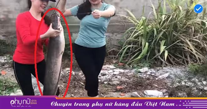 Dùng sò lông làm mồi, 3 cô gái xinh đẹp câu được toàn cá khủng, mỗi con nặng gần 5 ký