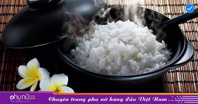 """Đây là sai lầm nguy hiểm khi ăn cơm của nhiều người Việt, nếu không sớm thay đổi thì bạn sẽ """"rước"""" đủ thứ bệnh"""