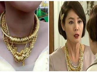 Không muốn bố mẹ mất mặt, cô gái mua vàng giả làm của hồi môn đeo ngày cưới nhưng bị mẹ chồng phát hiện để rồi…