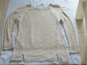 Tuyệt chiêu giặt áo len đúng cách để tránh bị xù, bị giãn
