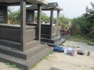 Người đàn ông tử vong bất thường cạnh 2 ngôi mộ