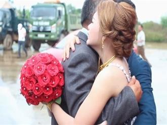 Clip cha nghẹn ngào tiễn con gái về nhà chồng khiến dân mạng bật khóc