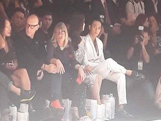 Dù ngồi cạnh xem thời trang, Vũ Ngọc Anh - Hữu Vi vẫn không nói với nhau câu nào