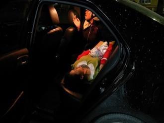 Sản phụ đẻ rơi con giữa đường được 2 chàng trai đưa vào viện ngay trong đêm