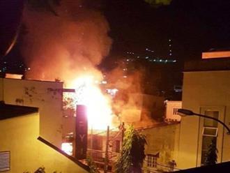Cháy nhà giữa trung tâm Sài Gòn, nhiều người hốt hoảng