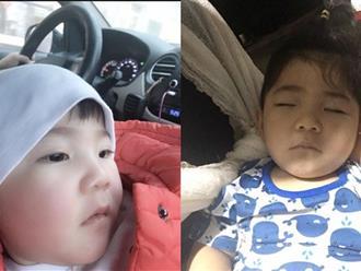 Em bé Lào Cai ngày nào nay đã biết cười đùa, biết chơi trò 'vuốt ve, em thân yêu' bên mẹ nuôi 9X