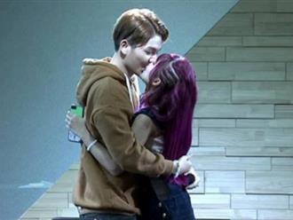Fan lại 'mất máu' vì Khởi My - Kelvin Khánh hôn nhau quá ngọt ngào