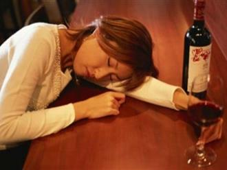 """Dàn cảnh chuốc vợ say rượu để dễ dàng """"hú hí"""" với bạn vợ và cái kết ê chề nhục nhã..."""