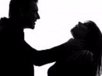 Giết bạn gái rồi gọi điện nói người thân mang xác về