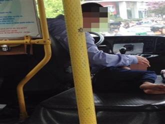Xúc động hình ảnh hai cha con tài xế xe buýt khiến nhiều người không cầm được nước mắt
