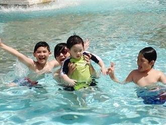 Có nên cho trẻ bị viêm xoang đi bơi vào dịp hè?