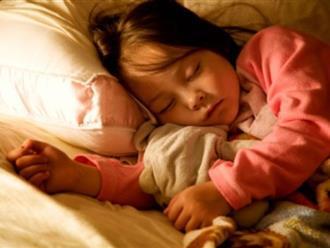 Làm thế nào để tập cho trẻ ngủ riêng?