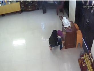 Clip: Nam thanh niên cạy thùng công đức trong chùa ở Quảng Nam để trộm tiền