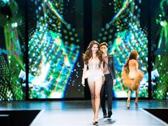 """Đêm Hội Chân Dài: Ngọc Trinh khoe dáng nõn nà với nội y, không còn làm """"Thiên thần"""" Victoria's Secret"""