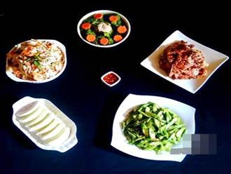 Bữa cơm chiều đề huề 5 món 157.000 đồng cả nhà ưng bụng