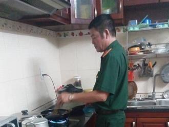 Bức ảnh cha chuẩn bị đồ ăn cho con khiến dân mạng xúc động