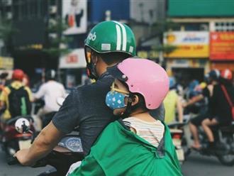 Khoảnh khắc trên phố Hà Nội khiến bao trái tim nghẹn ngào