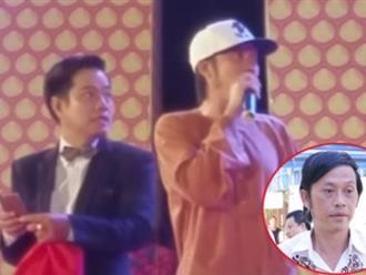 Hoài Linh nói gì khi đang biểu diễn bị khán giả ném đá?
