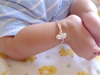 Mẹ nào cũng thích đeo vòng cho con sơ sinh nhưng đâu biết đến những nguy hiểm này