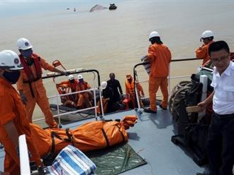 Thợ lặn tìm thấy một thi thể trong vụ chìm tàu ở Nghệ An