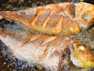 Để món cá chiên không còn ám ảnh, các chị hãy bỏ túi ngay những mẹo khử mùi này