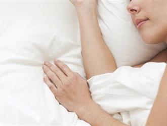 Khỏa thân khi ngủ giúp giảm cân, trị chứng mất ngủ?
