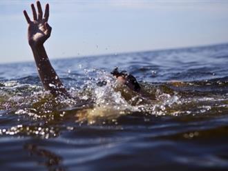 Cứu con bị đuối nước, mẹ cùng hai con trai tử vong thương tâm
