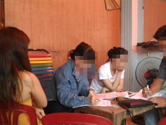 Bắt quả tang nữ nhân viên kích dục cho khách ở vùng ven Sài Gòn