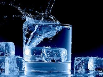 Tóm lại là uống nước ấm hay nước lạnh sẽ tốt cho sức khỏe?