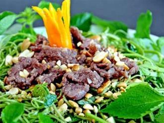 Làm nộm rau muống thịt bò theo cách này bao nhiêu cơm chẳng hết