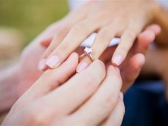 Trong hôn nhân, thứ mà người ta ràng buộc nhau chẳng phải là tờ hôn thú, mà chính là CÁI NHẪN CƯỚI