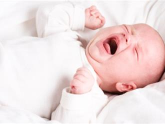 Trẻ sơ sinh khóc đêm quá nhiều, mẹ phải làm sao?